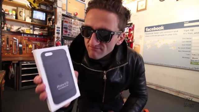 Casey Neistat from VLOG_288 with Apple Smart Battery Case